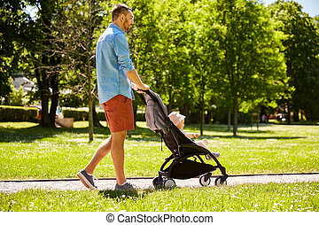 padre, feliz, niño, verano, parque, cochecito