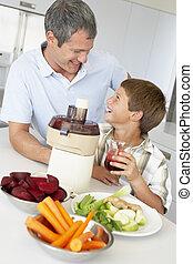 padre, figlio, succo, fabbricazione, verdura, fresco