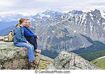 padre, hija, montañas