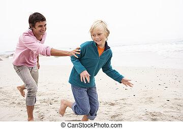 padre, inseguire, figlio, lungo, inverno, spiaggia