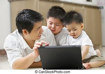 padre, introducir, tecnología, a, el suyo, hijos