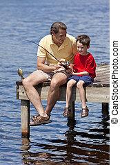 padre, pesca, con, el suyo, hijo, en, un, embarcadero