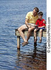 padre, pesca, con, el suyo, hijo, en, un, muelle