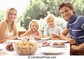 padres, con, niños, gozar, un, picnic