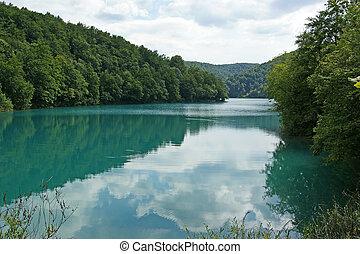 paesaggio, consistere, di, montagne, e, lake., il, plitvice, laghi, parco nazionale, in, croazia