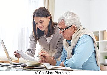 paga, ayudar, hombre mayor, cuentas