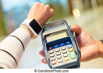 pagar, mujer, pos, smartwatch, máquina, utilizar, wearable