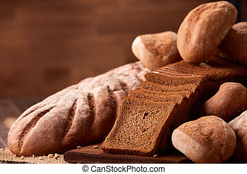 pagnotte, tela ruvida marrone, struttura legno, sfocato, fondo., panetteria, prodotti, frescamente, tavola, closeup, pane cotto forno