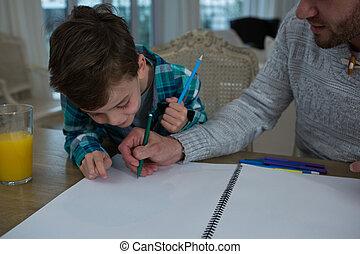 pai, ajudar, filho, em, seu, estudos