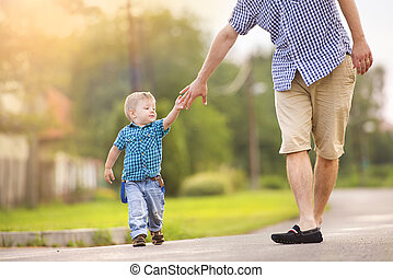 pai, com, filho, passeio, ligado, estrada