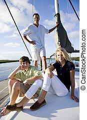 pai, e, adolescente, crianças, ligado, sailboat, em, doca