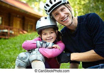 pai, e, filha, em, um, capacete