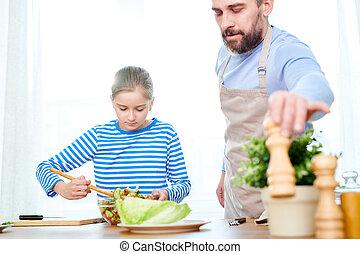 pai, e, pequeno, filha, preparar, salada