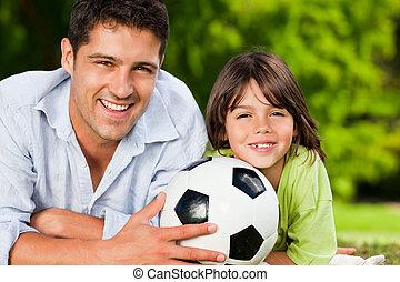 pai, e, seu, filho, com, seu, bola, parque
