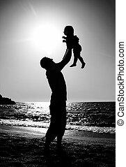 pai filha, tocando, praia, em, pôr do sol