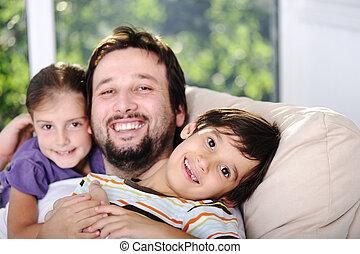 pai, filho, e, filha, casa