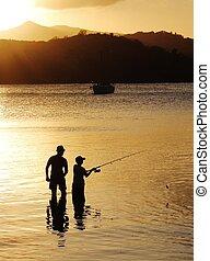 pai filho, pescaria família, em, pôr do sol
