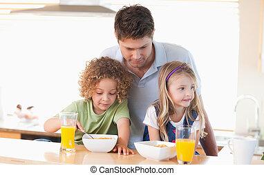 pai jovem, com, seu, crianças, tendo, pequeno almoço