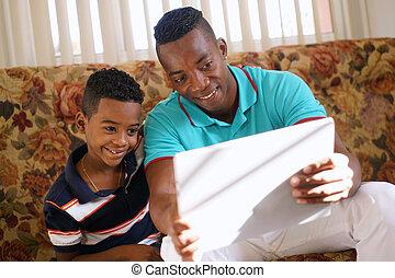 pai,  laptop, filho,  PC, Jogo, lar, tocando