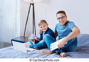 pai, ligar, junto, filho, enquanto, dever casa, feliz