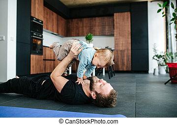 pai, mentindo, ar, bebê, chão, feliz, ele, seu, tocando, levantamento