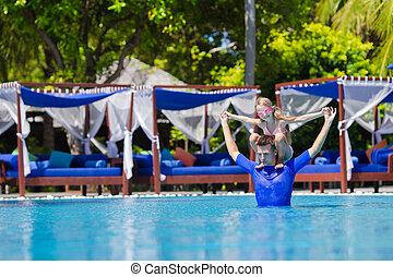 pai, pequeno, junto, Ao ar livre, divertimento, menina, Feliz, tendo, piscina, natação