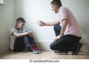 pai, sendo, fisicamente, abusivo, direção, filho