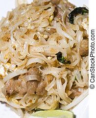 pai thai rice noodles food