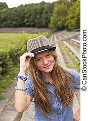 paille, jeune, park., séduisant, girl, chapeau