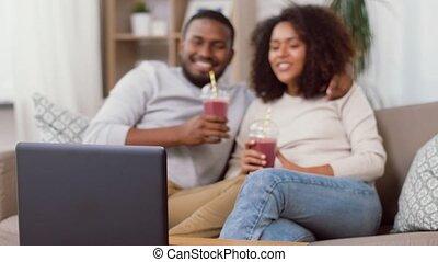 paille, ordinateur portable, maison, boissons, couple