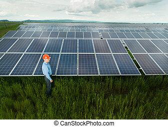 painéis, inspeccionando, solar, engenheiro