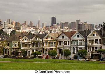 Painted Ladies Row Houses and San Francisco Skyline -...