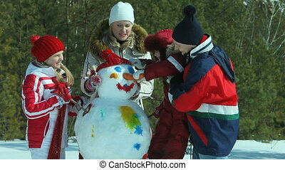 Painted snowman - Family painting happily the snowman made...