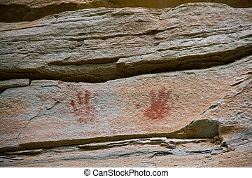 painting on stone wall be prehistor