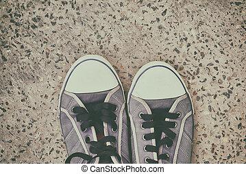 paio, scarpe tennis, vecchio, portato