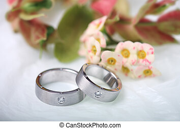 Pair of white gold wedding rings - A pair of white gold ...