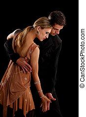 paire, danseur, arrière-plan noir, salle bal