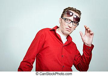 paires, lunettes, deux, stupéfié, homme