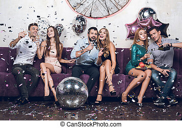 paires, nightclub., songs., gens, boisson, jeune, repos, ils, chanter, champagne