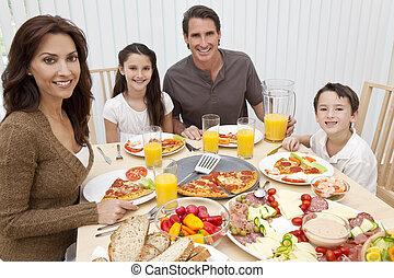 pais, crianças, família come, pizza, &, salada, em, jantando tabela