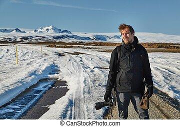 paisagem, fotógrafo, em, iceland., a, viagem, começa, onde, a, estrada, extremidades