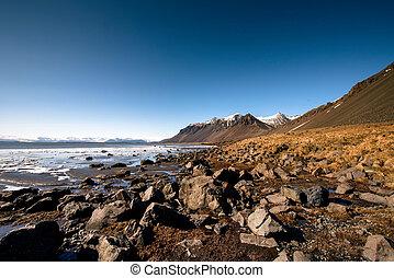 paisaje de montaña, con, ocean., islandia