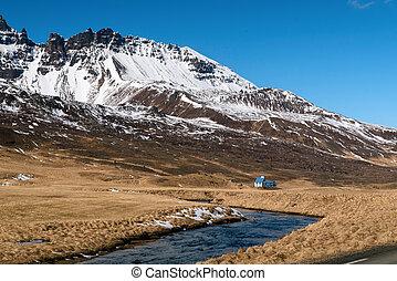 paisaje de montaña, con, river., iceland.
