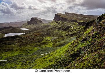 paisaje, vista, de, quiraing, montañas, en, isla de skye,...