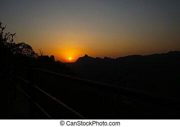 paisible, coucher soleil