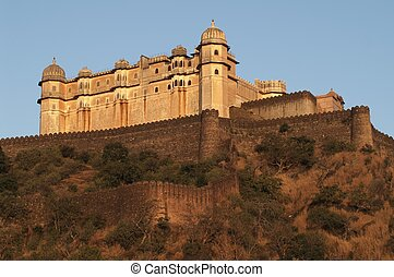 Kumbhalgarh Fort - Palace perched at the top of a hill...