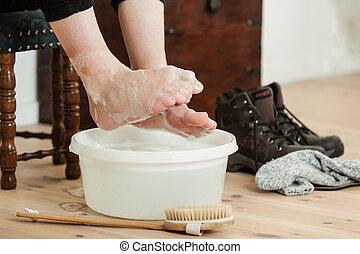 palce u nogi, na, do góry, woda, szczotka, mydlany, przeziębienie, ufryzowany