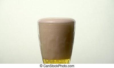 Pale Ale Beer Glass - Foam spills over side until beer rises...