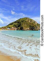 paleokastritsa, strand, på, corfu, grekland, med, a, restaurang, taverna, i sluten av, it.
