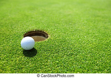 palla golf, su, labbro, di, tazza